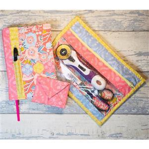 Living in Lovliness Fabuously Fast Fat Quarter Fun - Issue 7 - Hummingbird