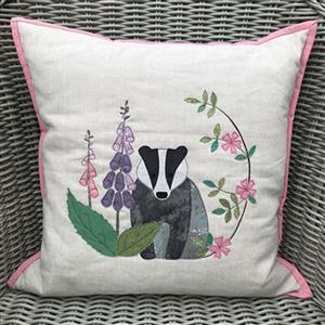 Victoria Carrington's Badger Applique Cushion Instructions
