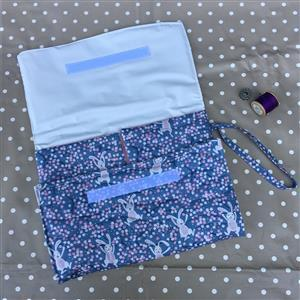Hop Bunnies Baby Changer Kit: Instructions, Fabric (1.5m) & Nursery Sheeting